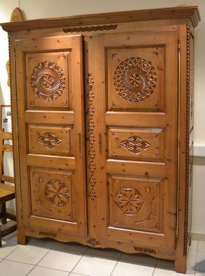 Fabrication artisanale de meubles en bois sculpt s au - Meubles de montagne haute savoie ...